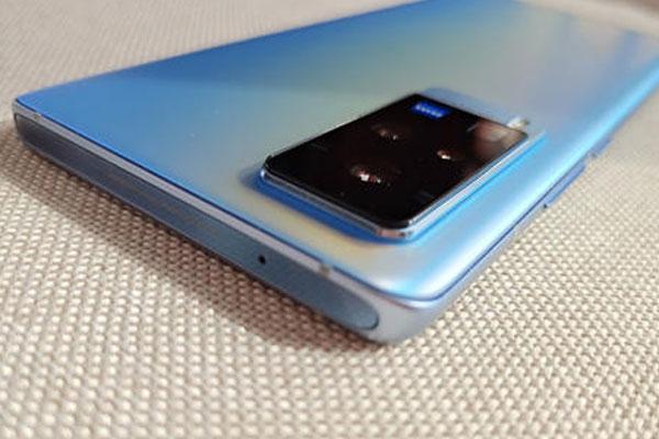 vivo手机一半黑屏一半正常(什么原因造成的)